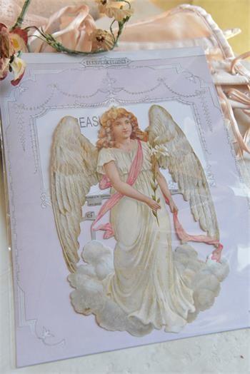 Scrappapier mit wunderschönem großen Engel