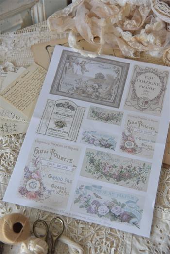 Bogen mit nostalgischer Parfümwerbung
