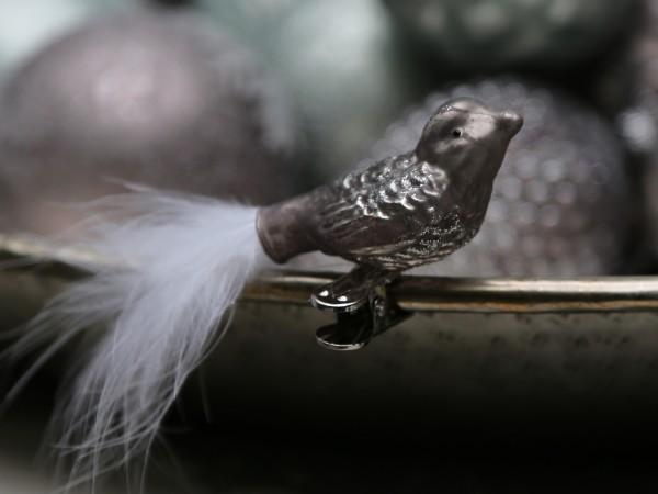 Vogel mit Feder antique mocca