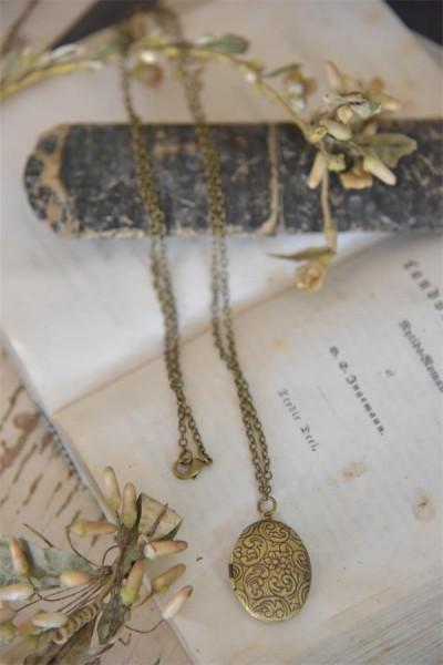 Medallion antik gold