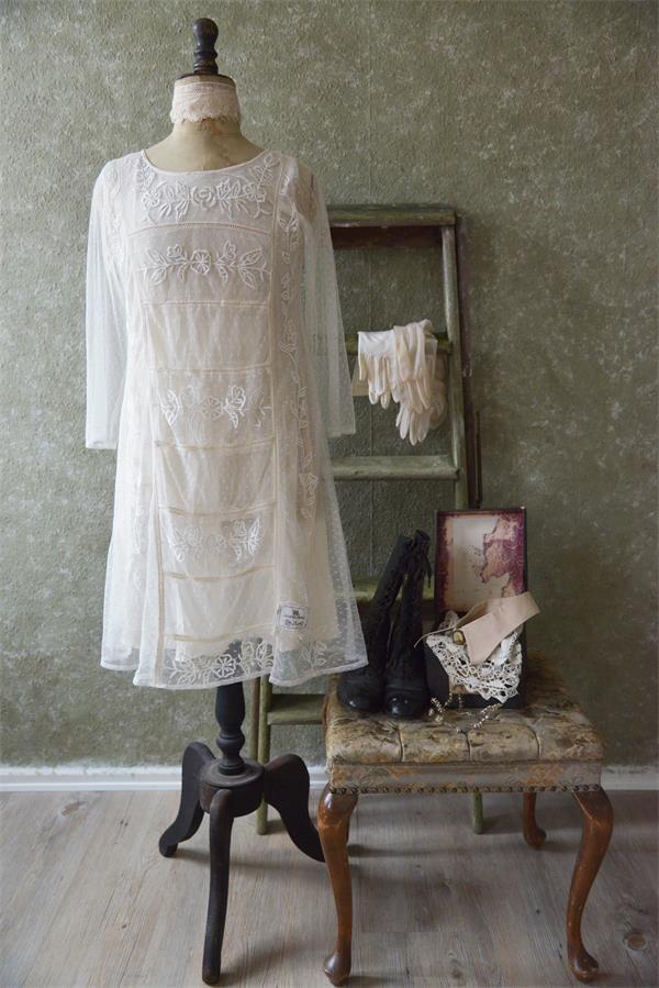 romantisches kleid faded brocante in der farbe creme gefertigt aus zartem stoff mit. Black Bedroom Furniture Sets. Home Design Ideas