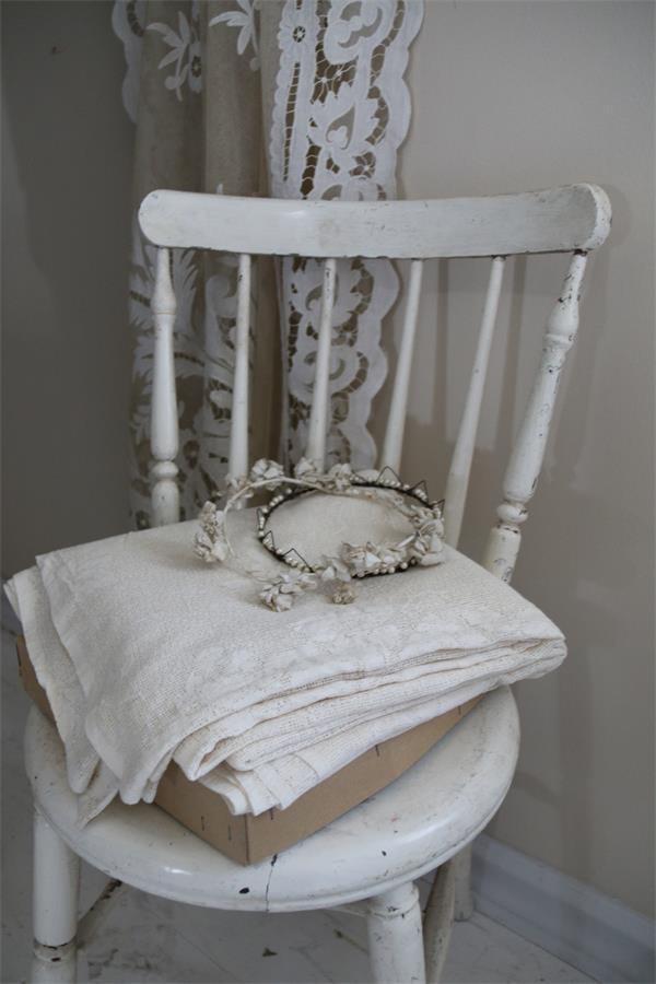 wundersch ner stoff aus spitze mit unges umten kanten in. Black Bedroom Furniture Sets. Home Design Ideas